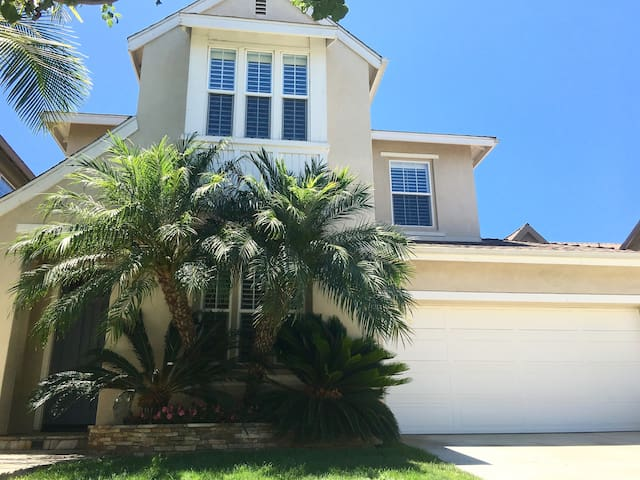 Elegant Fully Furnished Home in Irvine. - Irvine - House