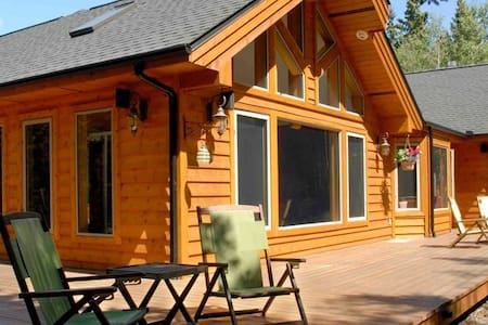 Deer Valley Romantic Room - Sundre - Penzion (B&B)