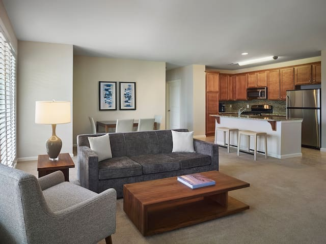 2 BD Luxury Lansdale Apt | Contactless Check-in