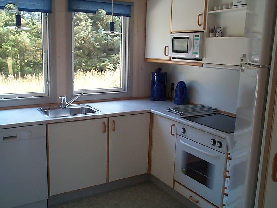 Køkken med alt udstyr