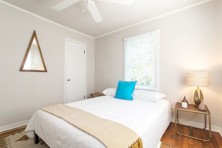 Second bedroom/alternate view.