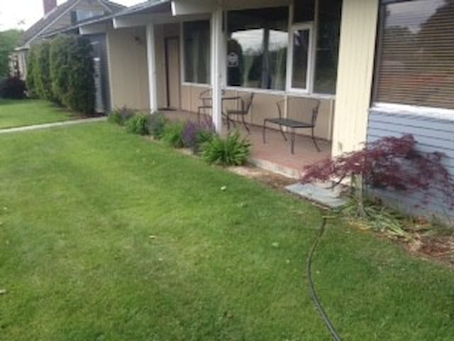 Cabin Suites Bed & Breakfast - Kennewick