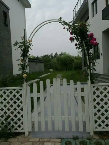 黄山桃花岛沿河沿植物园独栋别墅之北欧民宿