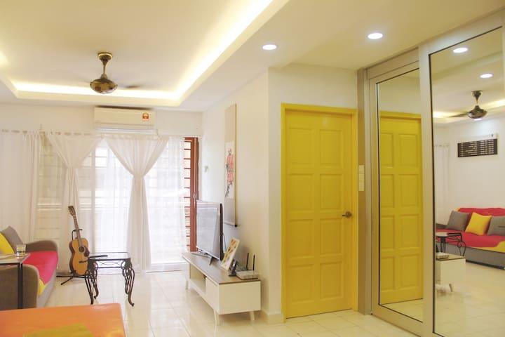 Private Room @ Kota Damansara Near Curve and 1U - Petaling Jaya - Lyxvåning