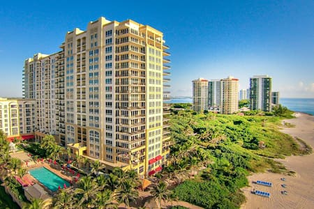 Ocean view and spacious condo in Palm Beach Singer Island Resort & Spa 912