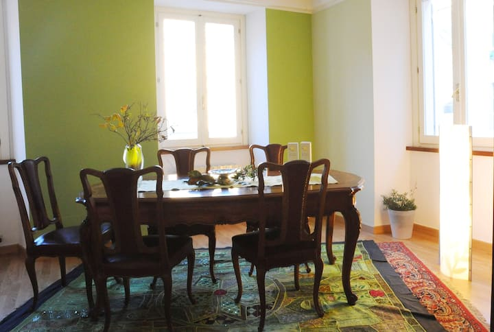 Colorful double room in art residence-Ivrea centre