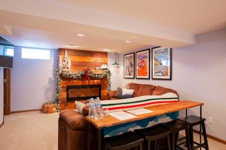 Cozy St. Paul Suite by Universities/Restaurants