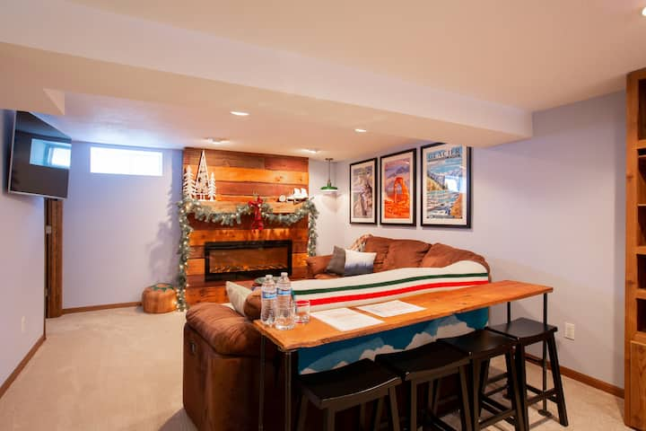 Cozy St. Paul Suite by Universities/Restaurants