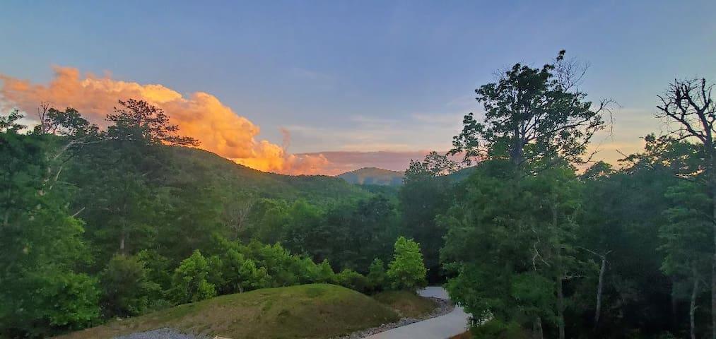 Jack's Retreat-Mtn Cabin-23 mins ->Asheville-Views