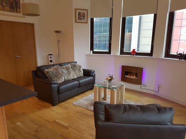 Stunning Luxury City Centre 1 bed Corner Apartment