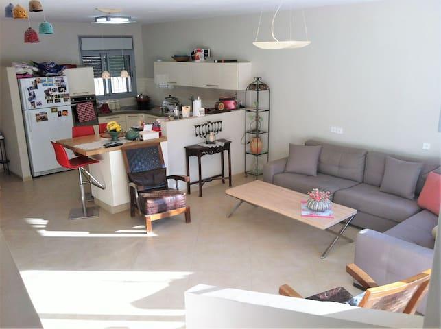 Wonderful private big room in Buchman! - Modi'in-Maccabim-Re'ut - Huis