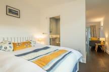 Bedroom: kingsize double bed