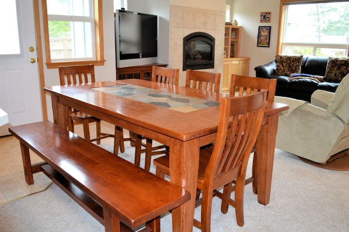 Dining room table with 5 chairs and a bench seat