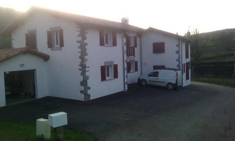maison neuve au calme a la campagne - Larceveau-Arros-Cibits - Adosado