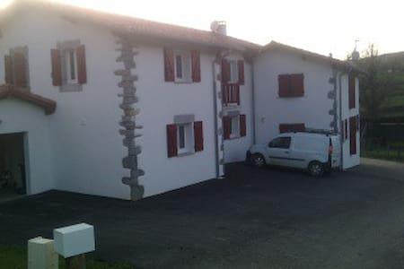 maison neuve au calme a la campagne - Larceveau-Arros-Cibits