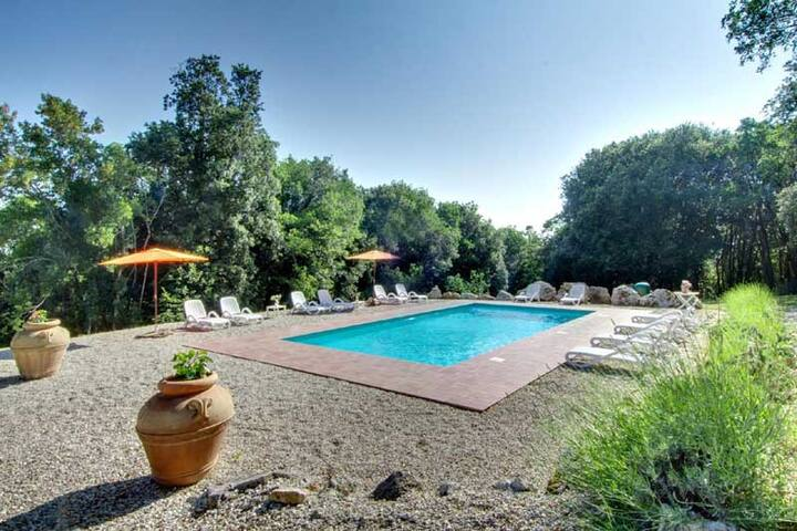 House with private pool/Jacuzzi/gym in Umbria