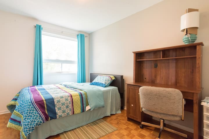 Cozy Room with Parking - Ottawa