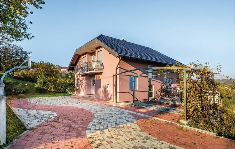 Holiday cottage with 4 bedrooms on 203m² in Zagreb