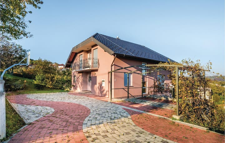 Amazing home in Zagreb with WiFi and 4 Bedrooms