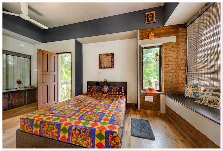 Queen size slumber space. Sleep to the chirp of crickets and wake up to the music of birds...