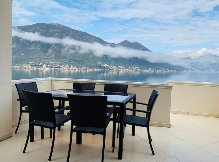 Kotor Bay 1 bed apartment with stunning sea views