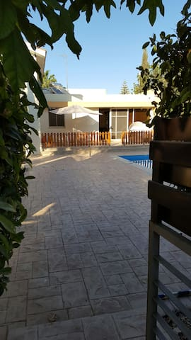 Private villa with pool - Bahçalar - House