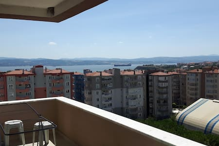 7th floor flat with sea view