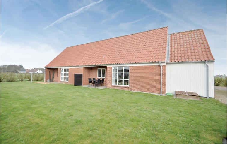Semi-Detached with 1 bedroom on 62m² in Ribe
