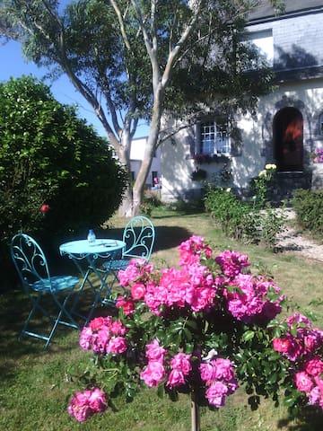 Maison spacieuse sur grand terrain, près de la mer - Ploudaniel - House