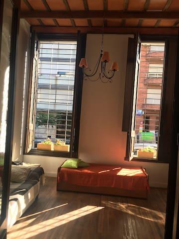 Apartamento antiguo con excelente ubicación