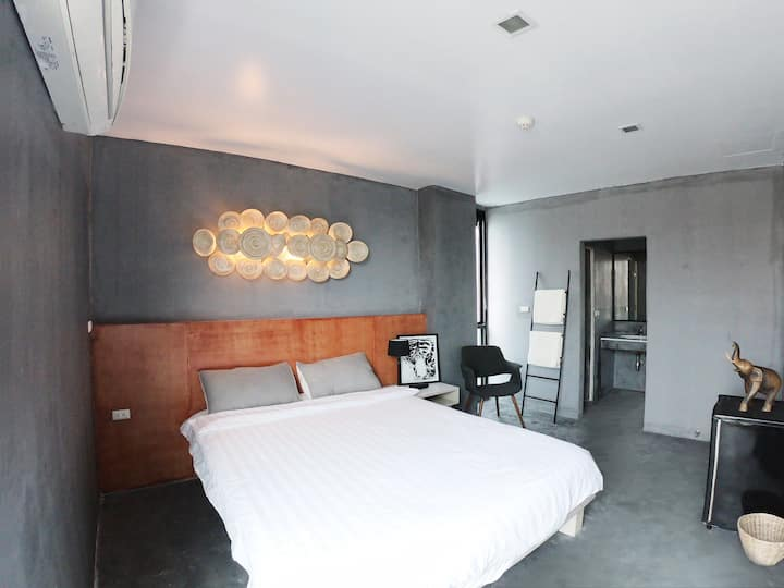 King bed room at Patong near Jungceylon大床房江西冷旁新公寓