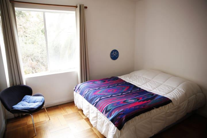 Habitacion Privada en departamento Barrio Italia.