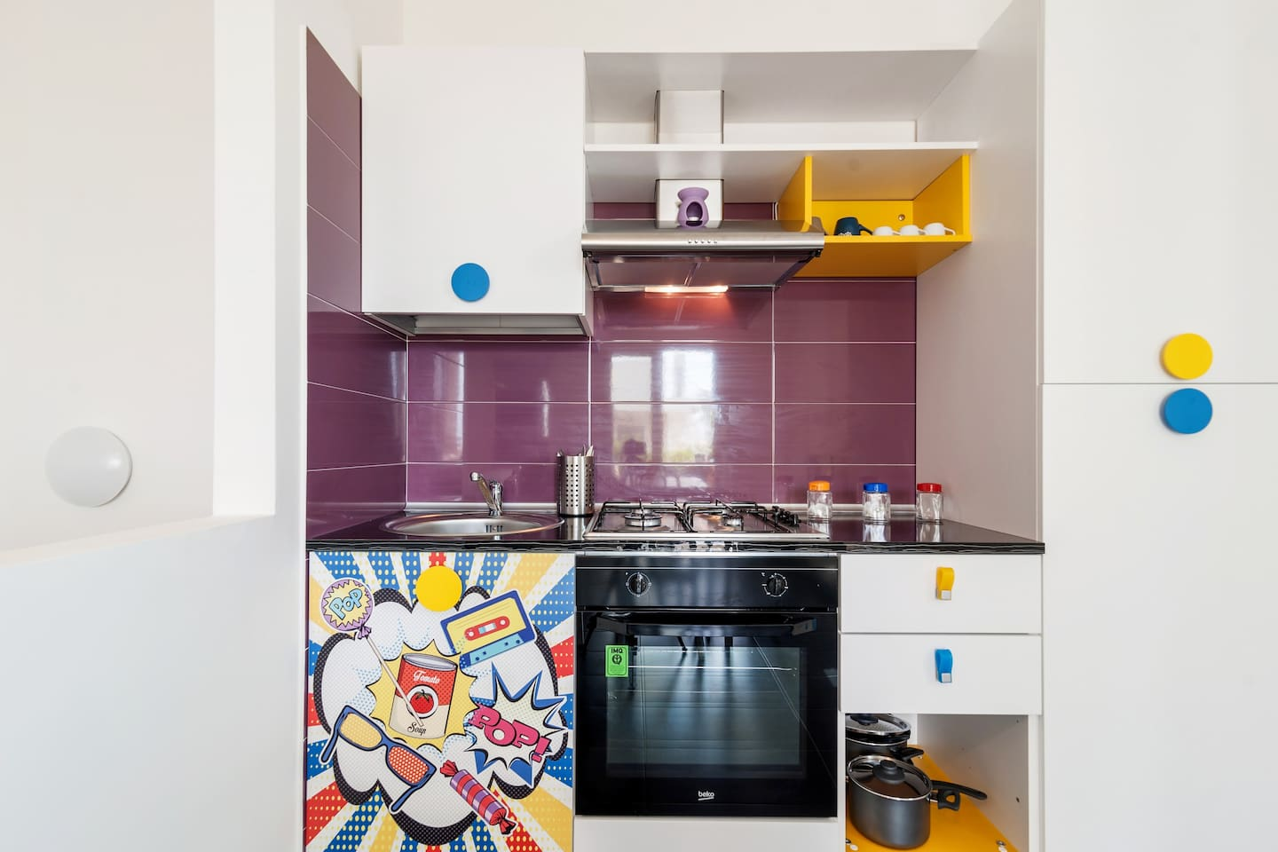 The equipped & colorful  Kitchen