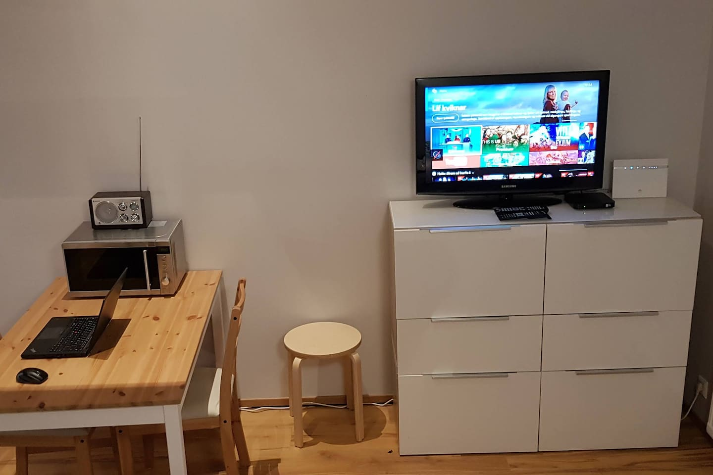 The apartment comes with Wi-Fi and TV with digital receiver.  Also there is a chrome cast dongle to connect and watch your own material to the TV