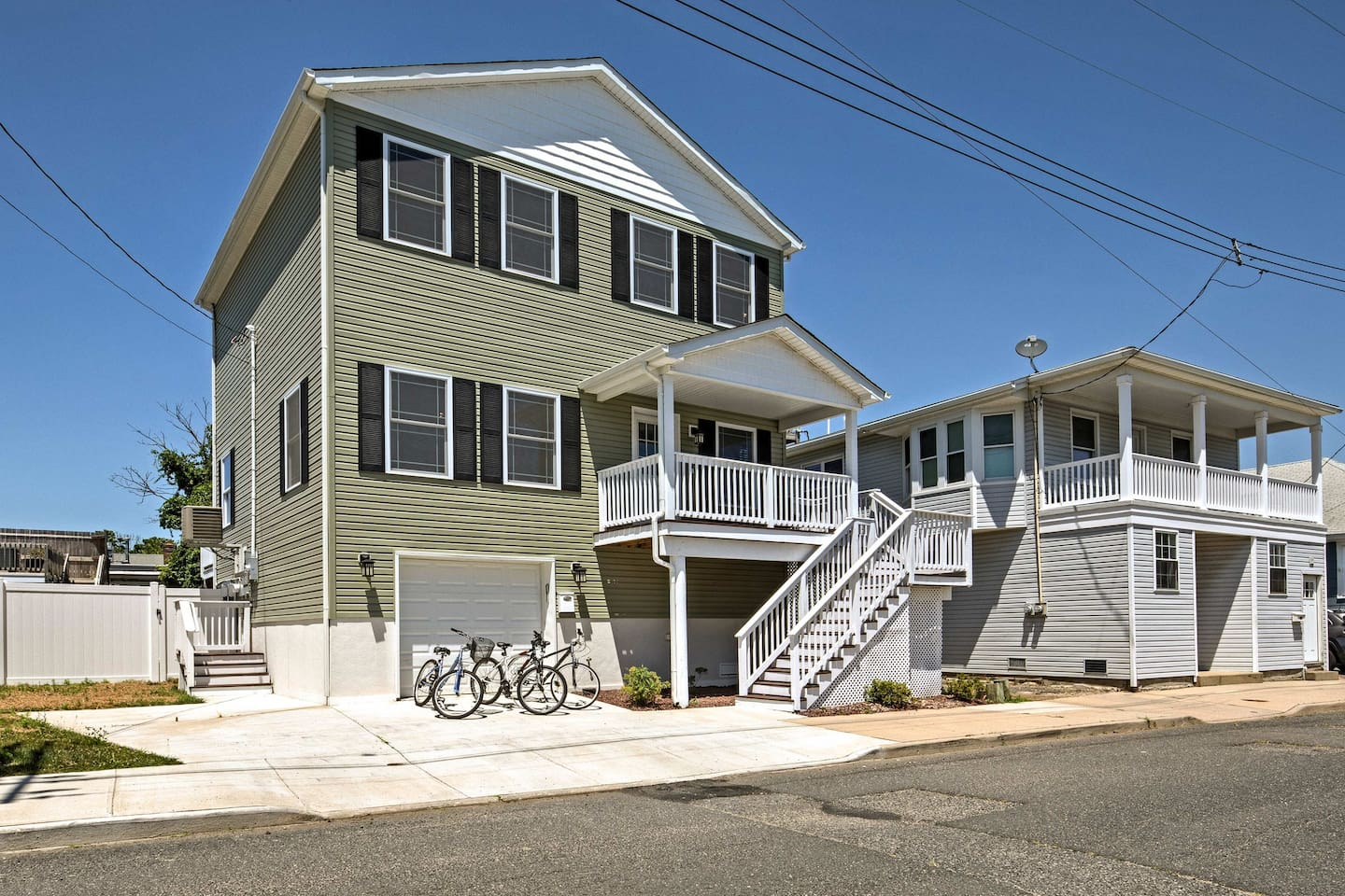 Explore the shore from this 3-bedroom, 3 bath Highlands vacation rental house.