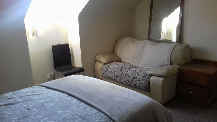 Double Bedroom Oberon St with WiFi.