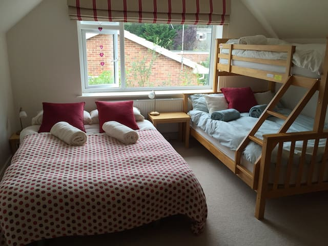 Spacious Room Moors Valley Ringwood - Ringwood - Huis