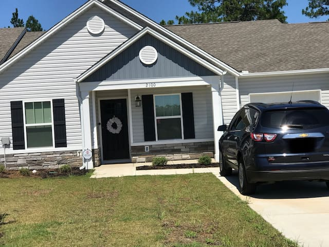Town home in Aiken. Close to downtown and Augusta