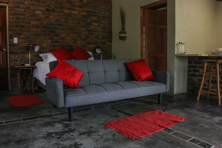 The Bachelor Pad - On the edge of the Kruger