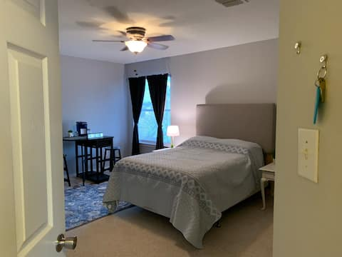 San Antonio/Helotes Private Bedroom & Bathroom