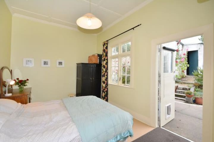 2nd bedroom with Queen size bed and access to courtyard.