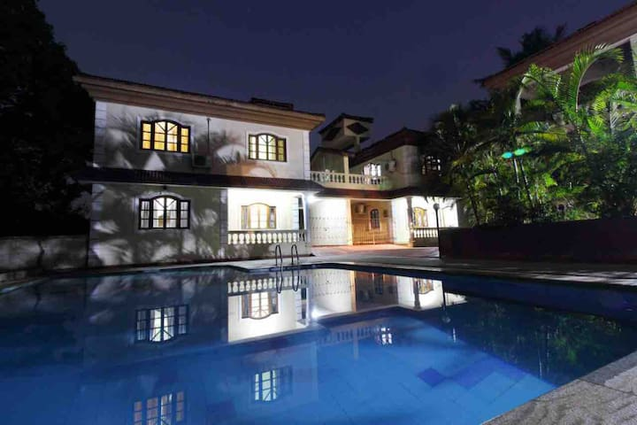A3 4 Bed room Villa with pool Near Calangute
