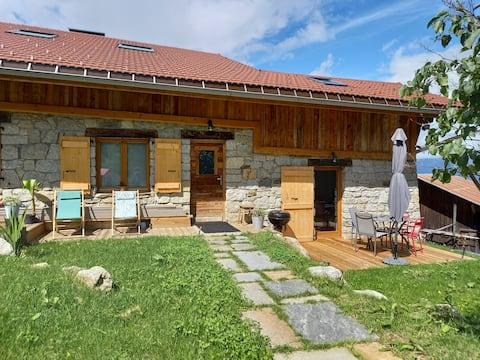 Gran estudi en masia reformada orientada al Mont Blanc