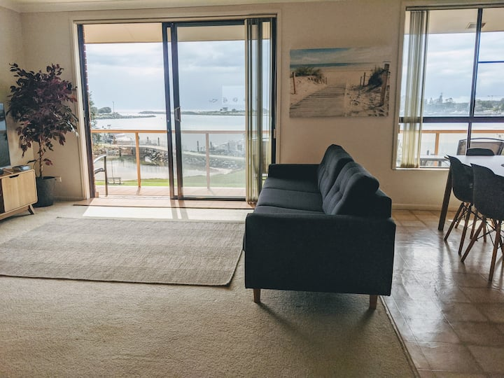 3 Bedroom Waterfront Holiday Unit