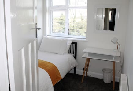 Sunny single room - Guildford - Haus