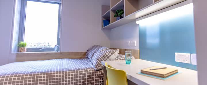 D8 private room with en suite