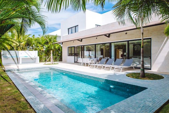 BonitoRentals - Fantastic New 5 Bedroom Villa