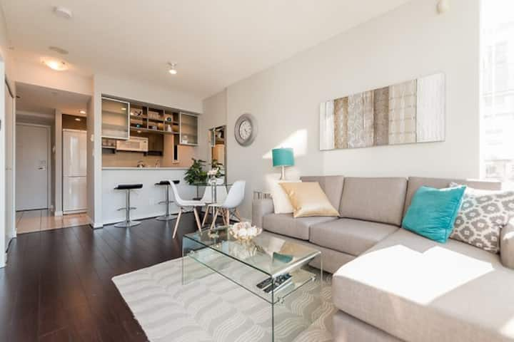 Trendy Yaletown 1 Bdrm with Parking (M1)