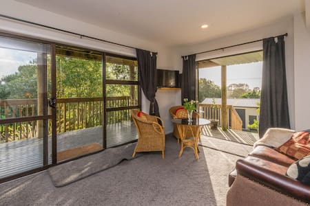 St James Boutique B&B - Helensville