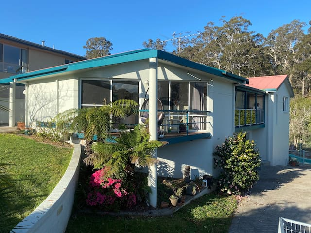 Boardwalk Beach House - Pet Friendly Holiday House